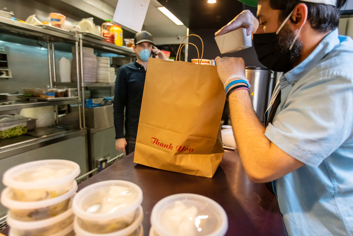 restaurant employee adapts to bagging togo orders from online ordering